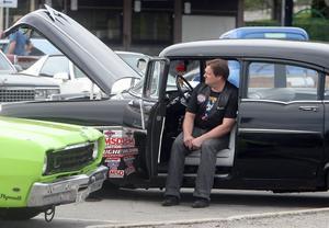 Sven-Åke Samuelsson har en Pontiac från 1956, Sven-Åke har haft intresse av veteranbilar sedan han var liten.