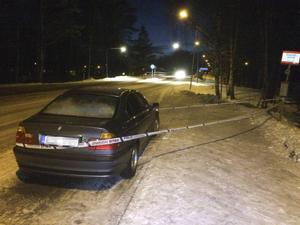 En svart bil som påträffades i Sandarne, nästan en mil från platsen där händelserna utspelade sig, ska ha transporterat den unga mannen som avled till följd av händelserna i Ljusne.