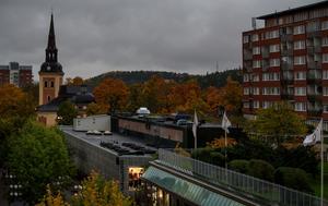 Mörkt Södertälje vid klockan nio tisdagen den 17 oktober. Väderfenomenet kan bero på partiklar från västra Europa.