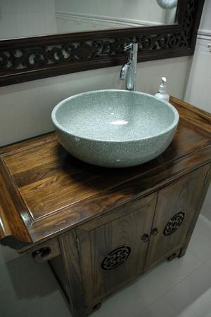 Så här ser badrummet ut med importerade kinesiska handfat.