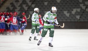 Malin Persson deppar efter slutsignalen på Tele2 Arena.