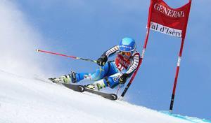 Kajsa har tagit topp 10-placeringar i tre olika alpina discipliner under december. Här trycker hon sig ner mot en tiondeplats i Val d´Iseres storslalom.