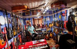 Visst kommer det att bli tomt i gitarrummet men Arne Johansson tror ändå inte att han kommer att ångra sig. Foto: Ulrika Andersson