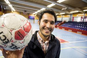 Habib Habibi tycker att fotboll är ett bra sätt att integreras i samhället.