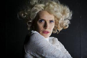 Alexandra Zetterberg Ehn i rollen som sin egen mormor.
