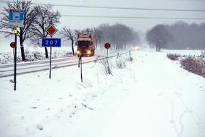 Önskar upplysning. Belysning utmed väg 207, från Stortorpsvägen till Ekeby-Almby, kostar 1, 5 miljoner kronor.