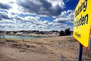Foto: GUN WIGH Badförbud. I går satte NCC upp skyltar om badförbud vid