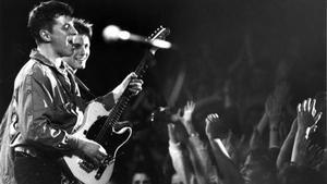 Ratata lockade storpublik till Elvis när de spelade i mars 1987.
