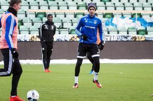 Samuel Aziz under provspelet med GIF Sundsvall.