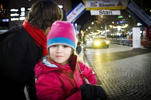Emine Wikström, fem år, gillar bilar.