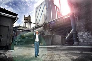 Bengt Skörelid från Sandviken har umgåtts med planerna på en solcellstillverkning en tid. I Norrsundets gamla massafabrik såg han möjligheterna, som han nu själv ska utreda.