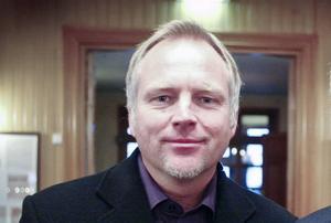 Kenth Persson, bilden, tar över efter Micke Forsberg som ny tränare för IFK Östersund i damtvåan.
