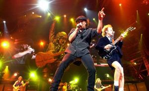 Australiens rockhjältar AC/DC släpper sin första skiva på åtta år och ger sig ut på en lång världsturné.