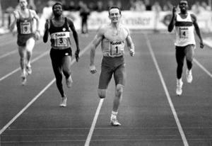 Robert Stone från Australien är nog den mest långväga aktive som tävlat på Gavlestadion. Han vann både 200 och 400 på GD-galan 1988.