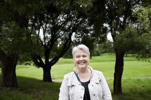 Kicki Stoor (V) blev invald i kommunfullmäktige i Falun för första gången i förra valet. Hon tror att man klarar sig från avhopp om de folkvalda känner sig trygga i ideologin och har stöd av partikamraterna.– När jag talar i fullmäktige vill jag kunna säga
