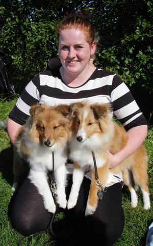Suzette Tönnehag har ställt ut sina två Shetland sheepdog valpar Mims och Mums på valputställningen, där de vann pris för bäst i sin ras och bäst i motsatt kön.