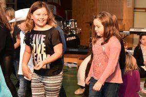 Ida och Elin dansade inför publik.