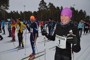 Sandra Adriansson från Borås med nummer 1 på nummerlappen är redo för start på Hemus skidstadion under lördagen för att skida de 10 kilometrarna in till mål vid Moraparken.