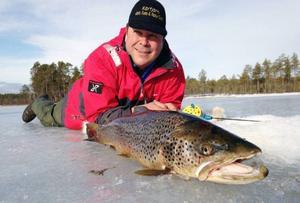 Anders Bodin från Vemhån drog upp en öring som vägde 4,9 kilo