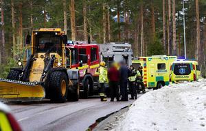 En man fördes medvetslös till sjukhus efter frontalkrock med traktor.