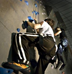 Bollnäs Klätterklubb lockade många att testa klätterväggen.