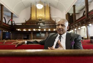 Prästen Edward Ducree vid kyrkan Mother Emanuel i Charleston i South Carolina säger att församlingen inte har läkt efter masskjutningen som tog nio liv i juni i fjol.