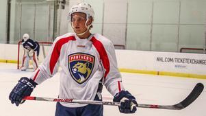"""Linus Nässén är hemma i Spillersboda igen efter fem dagars läger med Florida Panthers. Det blir dock inte mycket tid i """"Spillan"""", redan den 1 augusti börjar träningen med Luleå inför SHL-säsongen. Nässén debuterade i Luleås A-lag förra säsongen och belönades i april med ett tvåårskontrakt med SHL-klubben.Foto: Eliot J. Schechter/Florida Panthers"""
