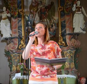 Nôrr lihlla kôm tä vâla fängslade publiken på jubileumskonserten i Vemdalens kyrka när den framfördes på dialekt av Anneli Stensson.