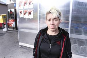 – Är man hemma en hel dag blir man ju alldeles konstig i huvudet, säger Maria Zetterström, som är en av de närmsta grannarna till flistillverkningen.
