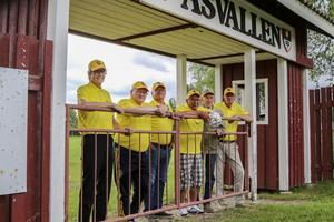 Myssjö IF finns inte längre, men det gör den sammanhållning som spelarna skapade för över 50 år sedan. Här Sten Viggeborn, Folke Eriksson, Thord Zackrisson, Börje Svedjesten, Olle Olsson och Ove Olsson i lagets gula matchtröjor.