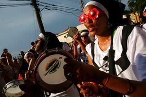 För tio år sedan var Rios karneval i stort sett begränsad till Sambodrome-stadion. Nu för tiden fylls gatorna i hela staden av olika karnevalsgrupper som här i Santa Teresa.