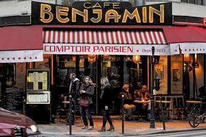 Kaféerna i Paris är sociala mötesplatser från tidig morgon till sen natt.