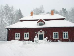 Sågarbo herrgård i Älvkarleby platsar inte som ett villaköp. I statistiken räknas den som fritidshus och såldes förra året för 7,9 miljoner kronor.