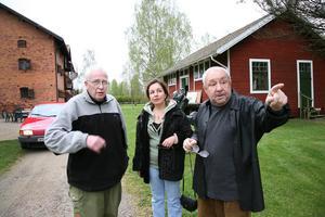 Astley Nyhlén guidade Ernst Neizvestny och hans dotter Olga när de besökte Galleri Astley 2007.