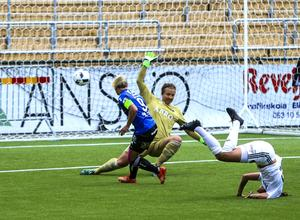 Sarah Storck, ÖDFF, gör mål i en träningsmatch mot AIK på Jämtkraft Arena.