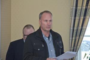 Örjan Westlund på informationsmöte om HVB-hemmet som ska öppna i Karmansbo herrgård.
