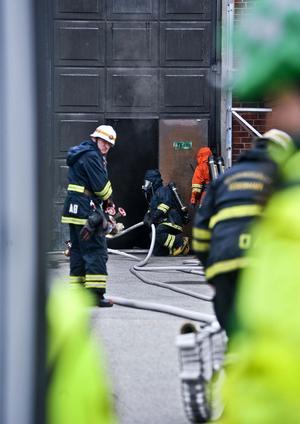 Över 15 000 hushåll blev strömlösa i och med branden i generatorn.