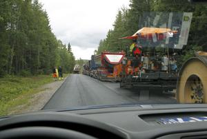 Ramsjövägen, från Hennan och upp till länsgränsen har genomgått förvandling och får nu i slutfasen en helt ny asfaltyta.
