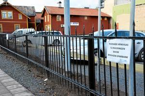 Allersta-parkeringen görs i ordning. Nya P-platser har skapats vid resecentrum också. Men fler P-platser behövs i centrala Kopparberg också, anser hembygdsföreningen.