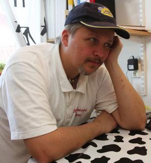 Stefan Lind, bekymrad mejerist.