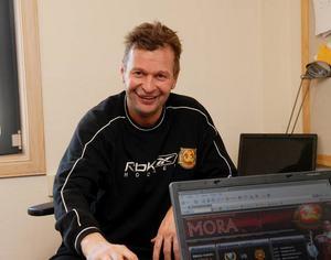 Stannar, stannar inte? Harri Rindell har varit tränare i Mora IK i två säsonger. Båda säsongerna har fört laget till slutspel. Om det blir ett tredje år återstår att se.