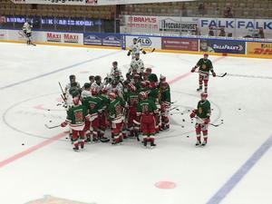Bråket mellan spelarna innan startsignal bäddade för ett hett möte. Foto: Elin Bergvik Eriksson