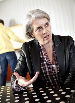 För Bergs skolchef Karin Flodin är skolpolitikernas inställning avgörande för de fina betyg som Myrvikens skola uppvisar.– Jag är imponerad av den närvaro de visar. De besöker skolorna, är med i diskussionerna och ställer många frågor, säger hon.Sara Larsson från Ung  Företagsamhet är glad över mottagandet som organisationens studiematerial fått i Bergs kommun och läraren Mikael Boman visar hur väl upplägget passar in i läroplanen.