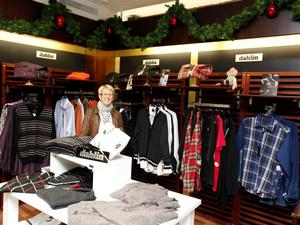 Annica Larsson på Herr City i Sandviken väntar sig en uppgång de sista dagarna före jul.