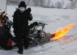 De tävlande i sparkklassen körde givetvis inte snabbast men de bjöd på mest eld och motorljud.