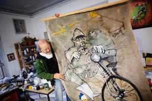 """Liv i bilderna. """"Jag är en skicklig tecknare men kämpar för att komma ifrån skickligheten. Det blir lätt pedanteri. Då förlorar man det levande. Det ska vara rörelser men inte kaos, säger Lars Bjursell."""
