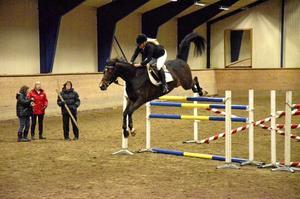 Linda Andersson med hästen Contendra van der Zuuthoeve slog nytt personligt rekord när de hoppade 155 centimeter.