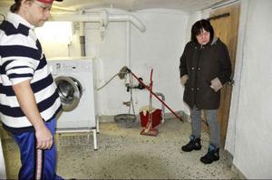 Hyresgästerna Jimmy Edström och Ing-Mari Eriksson håller inte med om att huset är välskött: