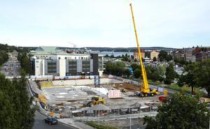 Hotellbygget på Norrmalmsparkeringen i Sundsvall har gjort så att färre lunchgäster besöker Arenarestaurangen.