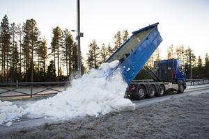 I november körde kommunen ut den snö som sparades förra året till Friluftscentrum Södra berget.